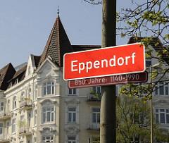 Eppendorfschild 850 Jahre - Dachgiebel Fensterdekor Wohnhäuser.