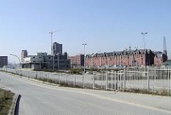 Strasse und Gebäude auf dem Areal beim Grasbrookhafen + Sandtorhafen (2003)