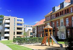Neue und Alte Häuser - Wohngebäude und Spielplatz - Areal Barmbeker Krankenhaus - Umnutzung des Krankenhausgeländes - Motive aus den Hamburger STadtteilen.