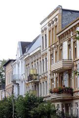 Unterschiedliche Gründerzeitfassaden - Hamburger Architekturfotografie - Wohngebäude Bezirk Harburg - Stadtteil Heimfeld.