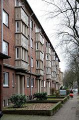 Nachkriegsbauten in Hamburg Horn -  Klinkerblocks in der Washingtonallee - Mehrstöckige Wohnhäuser.