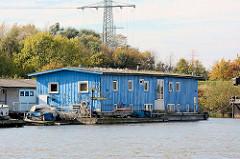 Arbeitsschiff im Hamburger Spreehafen am Berliner Ufer.