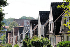Hausfassaden - Dächer in Hamburg Wilstorf - Einzelhäuser mit Spitzdach.