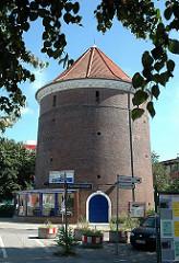 Zivilbunker am Barmbeker Bahnhof - runder Zombeck Bunker; Rundturm mit Klinkerverkleidung.