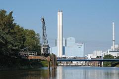 Moorfleeter Kanal historischer Kran, alter Kran Kraftwerk Tiefstack