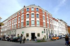 Eckgebäude, Wohnhaus mit runder Ecke in Hamburg Barmbek Süd - Gaststätte.