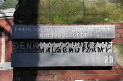 Bilder aus den Hamburger Stadtteilen Schild des Denkmalschutzamts der Freien und Hansestadt Hamburg Kulturbehörde.
