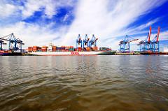 Hamburger Hafen - Containerterminal Altenwerder; die  Ladung der OOCL WASHINGTON  wird gelöscht.