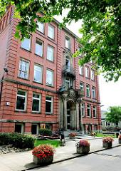 Historisches Schulgebäude - Gründerzeitarchitektur; Staatl. Gewerbeschule Kraftfahrzeugtechnik HH- Hamm.
