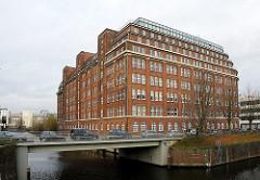 Bürogebäude am Hammerbrooker Soninkanal Mündung Mittelkanal.