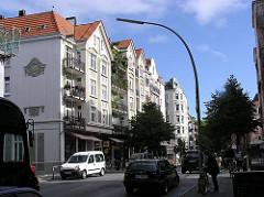 Mehrstöckige Altbauten in Hamburg Winterhude - Gründerzeitwohnhäuser im Pölchaukamp.