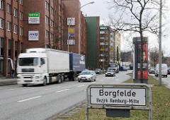 Bilder aus dem Bezirk Hamburg Mitte Stadtteil Borgfelde - Stadtteilschild an der Eiffestrasse - Strassenverkehr PKW LKW Hauptverkehrsstrasse.