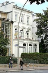 weisse Stadtvilla - historischer Archtitekurstil Hamburg Hohenfelde.