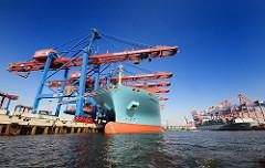 Containerhafen Hamburg - Containerbrücke im Waltershofer Hafen - re. HHLA Terminal Burchardkai mit dem Frachter Maersk Eindhoven und re. Terminal EUROGATE und das Schiff COSCO GERMANY.