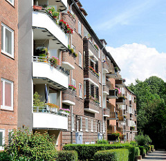 Hausfassaden in Hamburg Hamm - unterschiedliche Balkons und Fassaden.