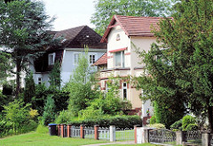 Stadtvillen in Hamburg Eissendorf - Wohnhäuser in den Hamburger Stadtteilen; Architektur in der Hansestadt Hamburg.