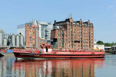 Löschboot Oberspritzenmeister Repsold der Hamburger Feuerwehr in der Billwerderbucht in Hamburg Rothenburgsort.