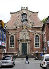 Blick auf die katholische St. Josephskirche in der Grossen Freiheit von HH-Sankt Pauli. Fassade der barocken Kirche; erbaut 1721.