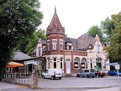 Historisches Gebäude Schützenhof; Gasthof in Hamburg Lohbrügge, erbaut um 1900.