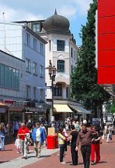 Fussgängerzone, Einkaufsstrasse in Hamburg Harburg - Lüneburger Straße.