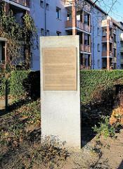 Gedenkstein des Jüdischen Grindel-Friedhofs, der sich von 1711 - 1909 dort befand.