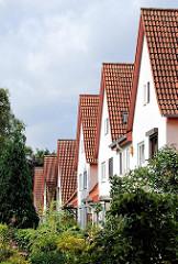 Ziegeldächer von Einfamilienhäusern in Hamburg Wandsbek / Gartenstadt.