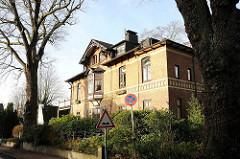 Gelbe Klinkervilla im Ohnsorgweg Hamburg Othmarschen.
