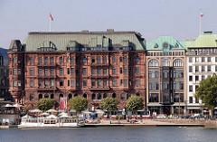 Hamburgs Architektur - ehem. Hotel Hamburger Hof am Jungfernstieg, errichtet im Neobarock-Stil / Sandsteinfassade; Architekten Hanssen & Meerwein. Einkaufspassage Hamburger Hof.