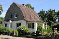 Architektonische Besonderheiten in den Stadtteilen - abgerundete Dachform in Hamburg Wilstorf.