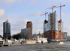 Blick auf die Elbphilharmonie und die Bürotürme am Kehrwieder - Fotos aus der Hamburger Hafencity.