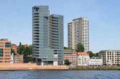 Neubauten am Altonaer Elbufer - Wohnhäuser und Bürogebäude an der Grossen Elbstrasse.