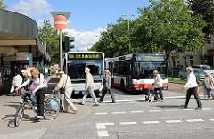 Rahlstedter Bahnhof / Busbahnhof an der Bahnhofsstrasse.