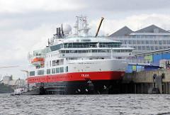 Kreuzfahrtschiff FRAM der Hurtigruten am Kreuzfahrtterminal der Hamburger Hafencity - das 114m lange Kreuzfahtschiff kann 318 Passagiere an Bord nehmen.