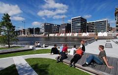 Marco Polo Terrasse Hamburg Hafencity - Entspannung in der Sonne. Hamburger Stadtteile in Bildern.
