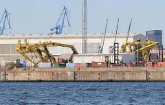 Gesprengte Kräne am Kronprinzenkai des Hamburger Kaiser Wilhelm Hafens, einem der Hafenbecken im Hamburger Hafen, Stadtteil Hamburg Steinwerder.