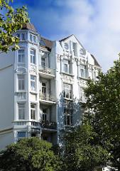 Gründerzeitgiebel mit Stuckdekor in Hamburg St. Pauli - Bilder aus dem Hamburger Stadtteil.