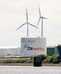 Öltanks auf der Hohen Schaar in Hamburg Wilhelmsburg, Windräder der Windenergieanlage am Ufer der Süderelbe.