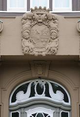 Altonas Architekturgeschichte - historische Bauten in Hamburg - Eingang des 1859 eröffneten Kinderkrankenhauses an der Bleickenallee.