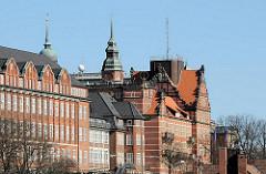 Historische Architektur Hamburgs - Tropeninstitut und ehem. Navigationsschule - Gebäude des frühen 20. Jahrunderts.