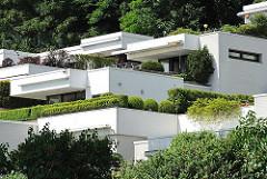 Moderne Architektur am Falkensteiner Ufer - wohnen mit Blick auf die Elbe in Hamburg Blankenese.