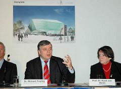Dr. Michael Freytag - Senator für Stadtentwicklung und Umwelt sowie Prof. Dr. Karin von Welck stellen den Glaswürfel für die geplante Bebauung des Domplatzes in der Hamburge Altstadt vor ( 2006)