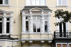 Hausfassade im Baustil des Historismus in HH-Uhlenhorst; Architekturgeschichte Hamburgs in Bildern.