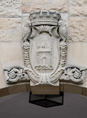 Altonaer Wappen über dem Eingang zum Gymnasium Altona.