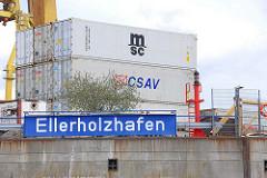 Schild Ellerholzhafen an der Kaimauer - gestapelte Container am Mönckebergkai  - Bilder aus dem Hamburger Hafen.