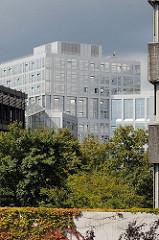 Moderne Architektur Hamburgs - Verwaltungsgebäude / Bürogebäude in der City Nord - Hamburger Stadtteil Winterhude.
