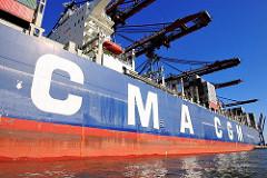 Bordwand des Containerschiffs CMA CGM Christophe Colomb mit Schriftzug der Reederei - Bilder aus dem Hamburger Hafen, Fotos vom Containerterminal Burchardkai.