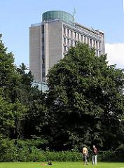 Grünanlage an der Sechslingspforte - ARchitektur Hamburgs Verwaltungsgebäude, Bürohaus.