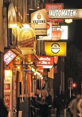 Fotos vom Kietz auf Hamburg St. Pauli - Leuchtschilder, Werbung an der Grossen Freiheit.