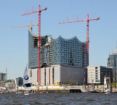 Baustelle der Hamburger Elbphilharmonie im Stadtteil Hafencity an der Elbe.