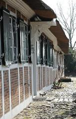 Historisches Hufnerhaus aus der 2. Hälfte des 16. Jhs; Kopfsteinpflaster.